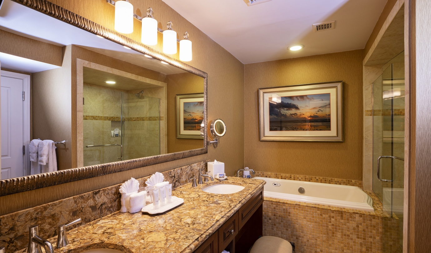 Inn Oceanfront Suite Master Bathroom